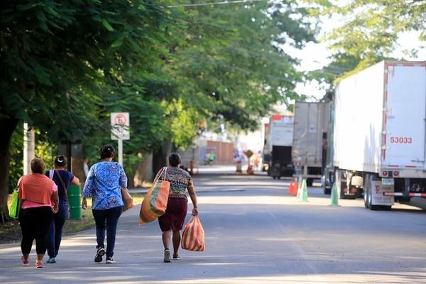 Por Peñas Blancas, el paso fronterizo con Nicaragua, se registran diariamente unos 300 camiones, con carga de importación o de exportación. Foto: Rafael Pacheco/Archivo GN
