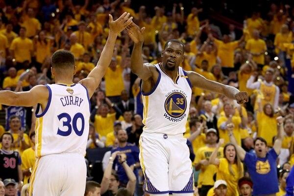 Stephen Curry y Kevin Durant se convierten en una dupla implacable.