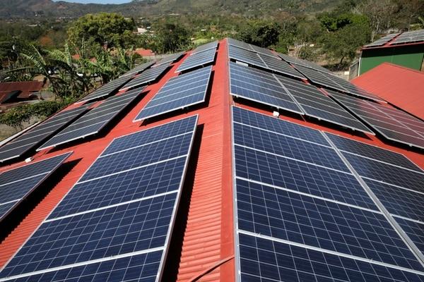 La inversión en paneles fotovoltaicos empieza a recuperarse a partir del sétimo año de operación. Estos activos tienen, en promedio, una vida útil de entre 20 y 25 años. | ALBERT MARÍN