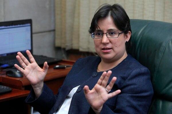 La defensora de los Habitantes, Montserrat Solano, advierte que el proyecto para reformar la DIS podría darle potestades excesivas al director de esa entidad.