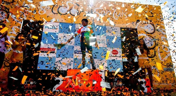 Nairo Quintana recibió la gloria en el podio del Tour de San Luis, Argentina.