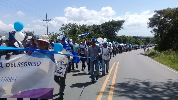 Según Francisca Ramírez, una de las organizadoras, unos 800 nicaragüenses participaron en la caravana de refugiados nicaragüenses. Foto: cortesía.