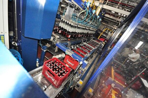 Las ventas del negocio de bebidas de Fifco ascendieron a ¢564.512 millones, lo cual significo el 85% del total. En lal imagen la planta de producción de cerveza en el país.