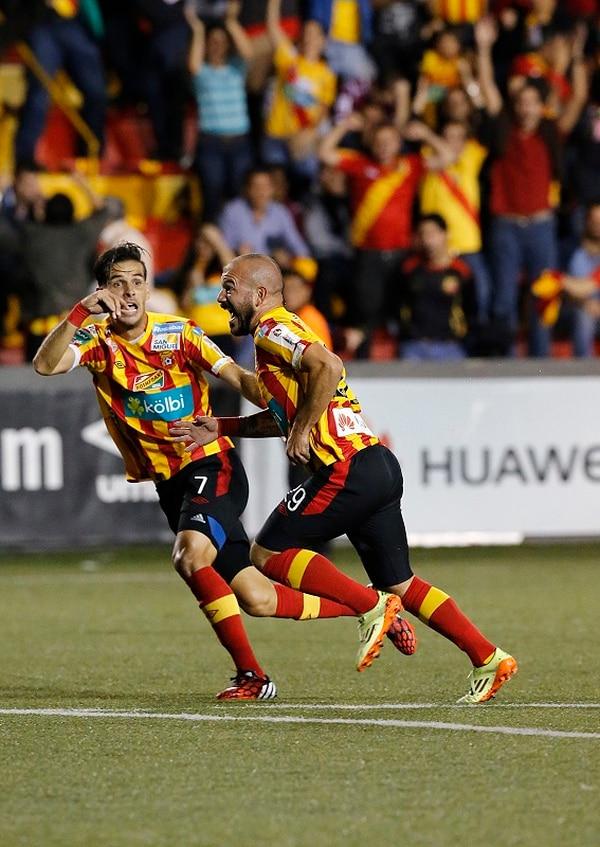 Esteban Ramírez convirtió el mejor gol de la noche con un remate al ángulo que dejó sin opción a Kevin Briceño.
