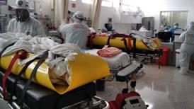 Dos embarazadas con covid-19 se suman a caravana de pacientes desde Nicoya a la capital