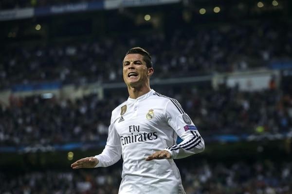 Cristiano Ronaldo celebra su segundo tanto en el partido del Real Madrid ante el Schalke.