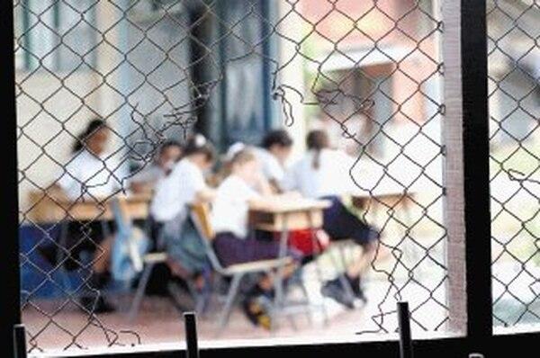 La Escuela Finca La Caja, en La Carpio, La Uruca, funciona en tres diferentes sedes en ese asentamiento. Además, las instalaciones son estrechas y están cerca de un relleno sanitario. | ARCHIVO