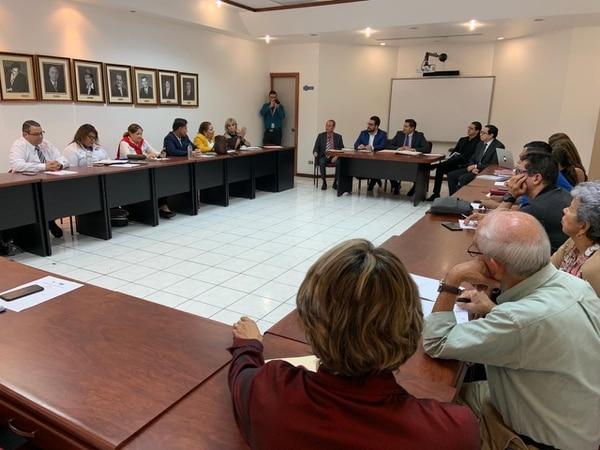 Comisión Negociadora de Salarios Públicos fijó el aumento salarial esta tarde en la sede del Ministerio de Trabajo y Seguridad Social. Fotografía cortesía