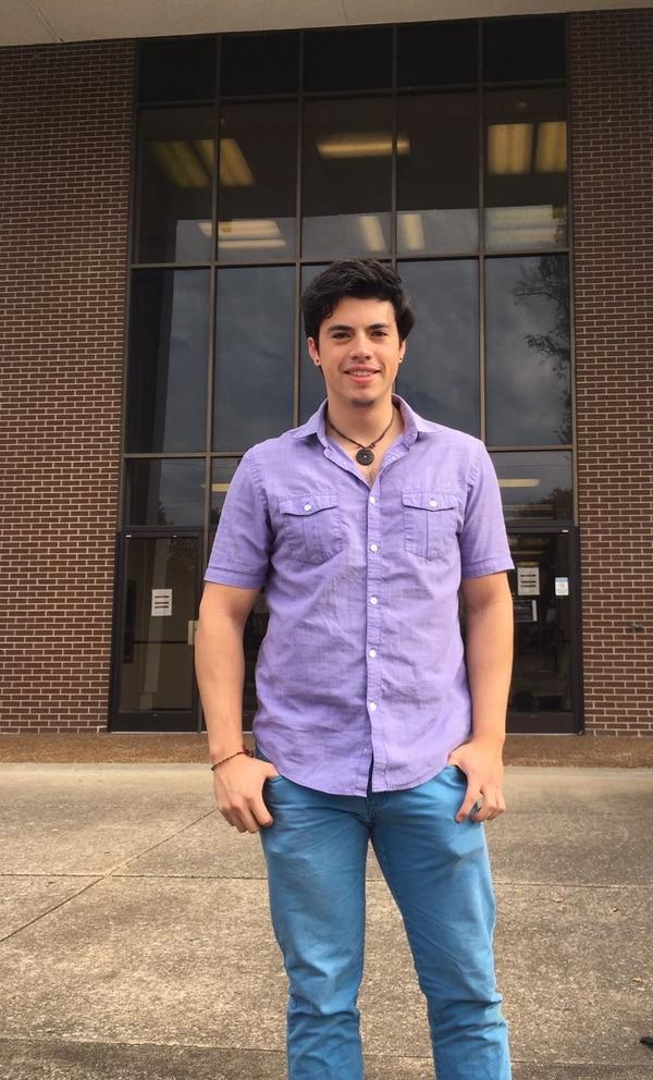 Antonio José Porras, de 23 años, votó ayer en las elecciones de EE. UU. Porras reside hace seis años en ese país donde está sacando una maestría en física en la Universidad de Vanderbilt en Nashville (Tenesí).