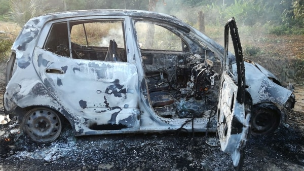 Este carro apareció quemado a unos ocho kilómetros de donde ocurrió el ataque al empresario. Fotos de Alfonso Quesada