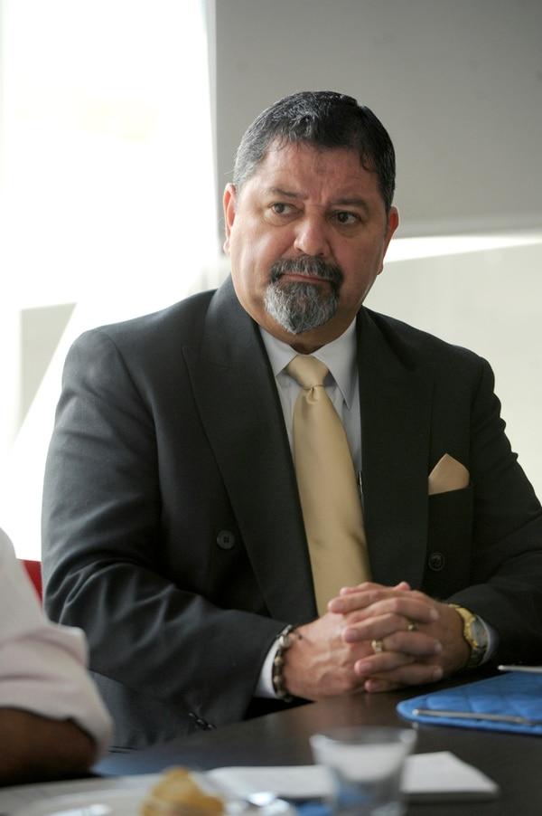Gustavo Mata es abogado, tiene 52 años, y es oriundo de Turrialba.