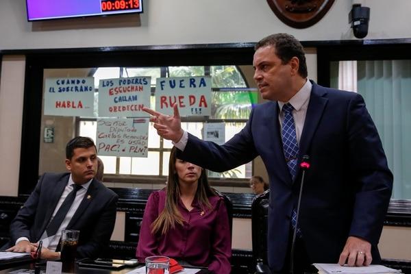 Carlos Ricardo Benavides, presidente legislativo, lanzó críticas a quienes cuestionaron la forma en que se reelegía a los magistrados. Fotos: Mayela López