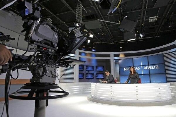 Jerry Alfaro y Djenane Villanueva son dos de los periodistas y presentadores que cuentan con mayor experiencia en el medio tico. En el 2012 presentaron juntos. @ Archivo LN