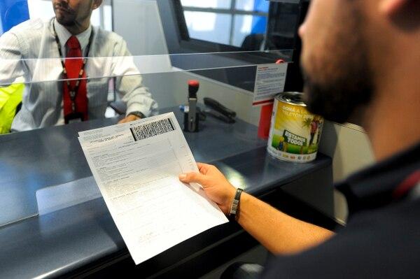 Los morosos adeudan recursos de los impuestos de ventas y renta, entre otros.