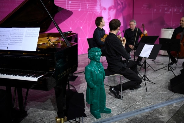 Musicians perform a short part of Beethoven's 10th symphony at the Telekom headquarters in Bonn, western Germany, on December 13, 2019. - Telekom supports an experiment to complete the composer's 10th symphony using artificial intelligence and a team of international experts from science and music. A string quartet and a pianist perform two minutes of the AI composition live. (Photo by Ina FASSBENDER / AFP)