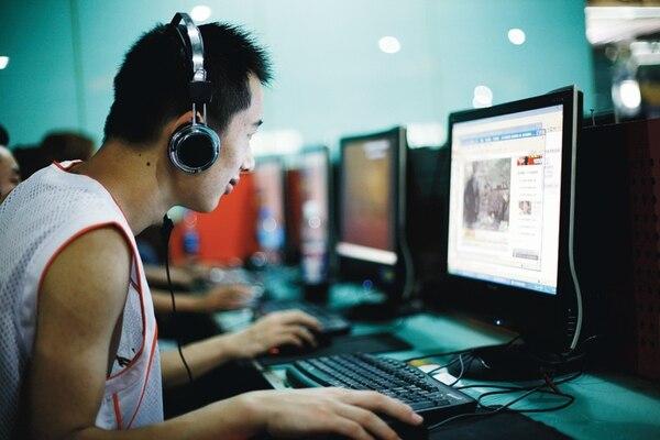 La investigación sugiere que la adicción a Facebook ocurre con mayor frecuencia en personas que sufren alteraciones del sueño. | AP.