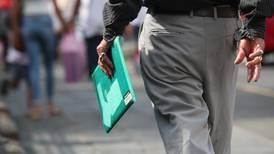 Código de Trabajo permite despedir a empleados que rechacen vacuna