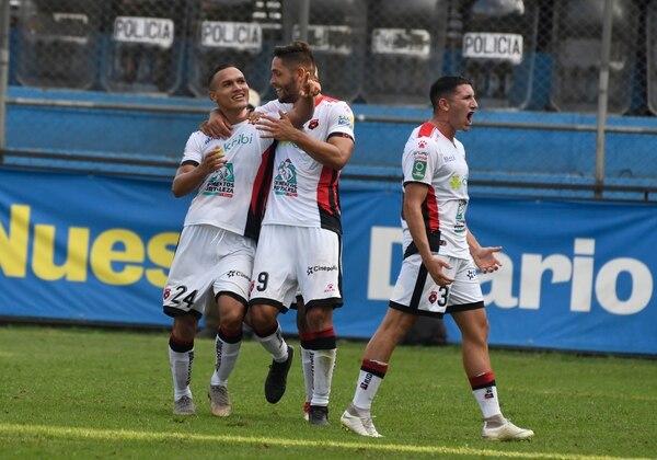 Jurguens Montenegro y Facundo Zabala anotaron en el empate 2-2 de la Liga contra Municipal, en Guatemala. Fotografía: Orlando Chile / Nuestro Diario