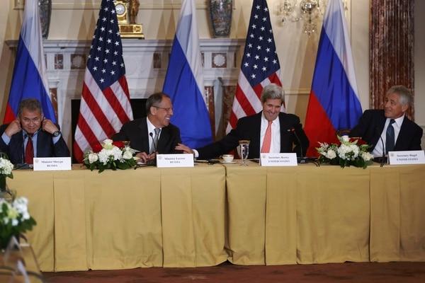 El secretario de Estado de Estados Unidos, John Kerry, y el de Defensa, Chuck Hagel, se reunieron con sus similares de Rusia a pocos días de que el presidente Barack Obama cancelara reunión con homólogo ruso, Vladimir Putin.
