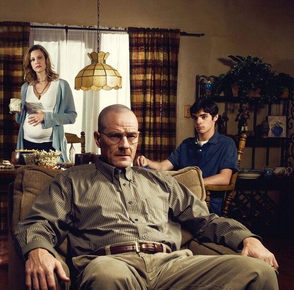 Bryan Cranston interpreta al protagonista: Walter White, un profesor de química de colegio que enferma de cáncer y que incursiona en el narcotráfico.
