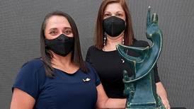 Educadora de niños sobrevivientes de quemaduras gana Premio Nacional de Valores 2021