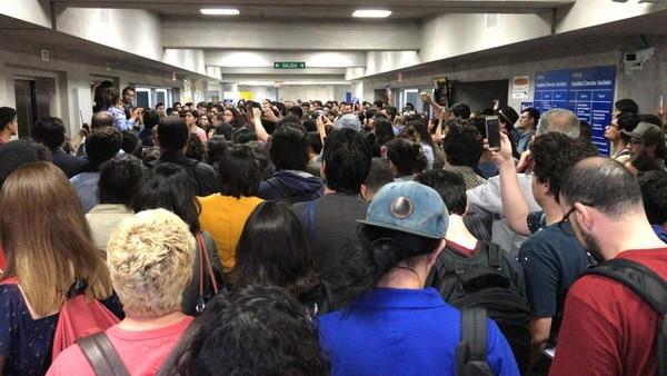 Estudiantes tomaron edificio de Ciencias Sociales de la UCR. Foto: Cortesía
