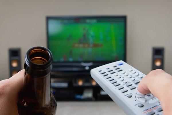 El riesgo de muerte se duplicó entre quienes veían tres horas o más de televisión por día, en comparación con quienes dijeron ver una o menos. | AP