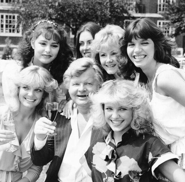 Benny Hill siempre estuvo rodeado de mujeres en su programa de televisión. Sin embargo, nunca se casó. Fotografía: La Nación