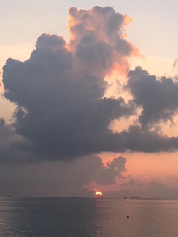 Los atardeceres suelen ser espectaculares en las Maldivas.
