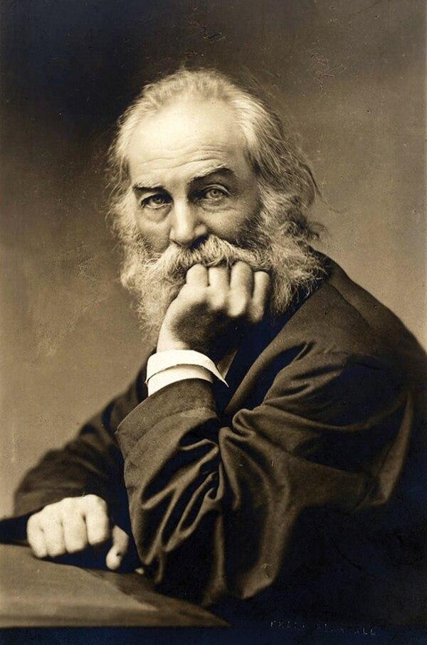 El poeta Walt Whitman (1819-1892) con poco más de cincuenta años en una foto publicada en un libro de 1905.