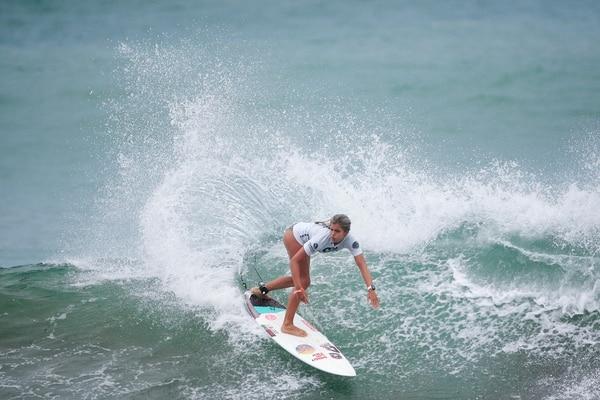 La surfista costarricense Valeria Ojeda se dejó este sábado el segundo lugar del torneo Sub 16 Rip Curl GromSearch 2019, que se realizó en Playa Hermosa, Jacó. Fotografía: Fabián Sánchez