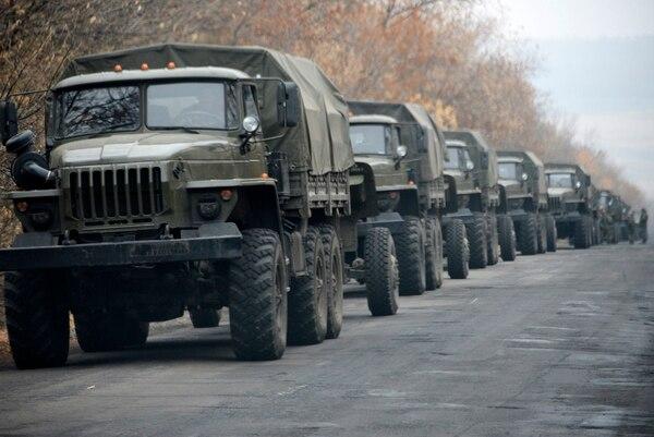 Más de 80 vehículos militares llegaron a Donetsk, bastión de los separatistas prorrusos.