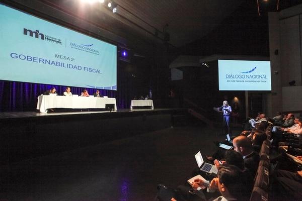 El debate fiscal se ha realizado mediante mesas de diálogo que impulsó el Ministerio de Hacienda. Esta fue la de gobernabilidad. | ARCHIVO/JORGE ARCE