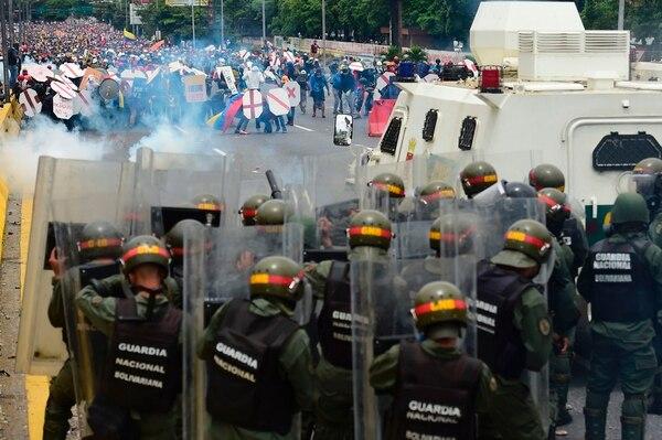 Las calles de Caracas fueron escenario, el miércoles, de fuertes enfrentamientos entre manifestantes opositores y las fuerzas policiales del régimen.