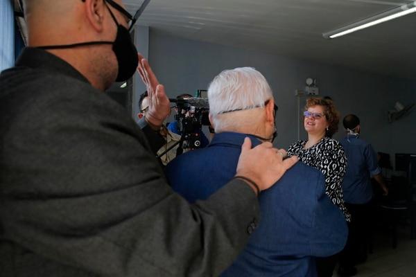La jueza Maureen Solís recibió a los novios en el Juzgado de Familia de Desamparados, Fotografía: Mayela López