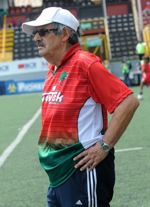 El técnico Orlando de León está al mando de Ramonense. | ARCHIVO