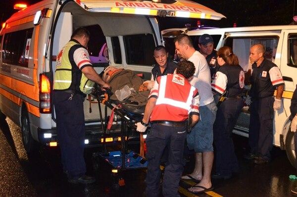Tras el accidente en Orotina (domingo), los menores fueron trasladados al Hospital de Niños, en San José, en condición delicada.   JORGE UMAÑA PARA LN