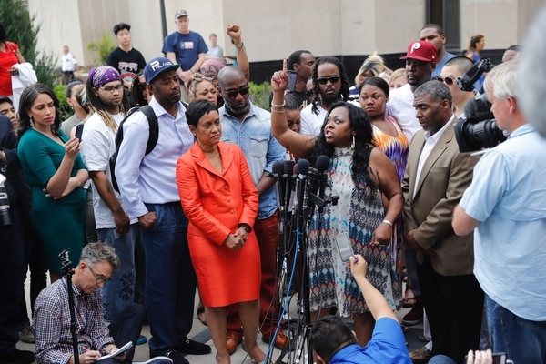 Valerie Castilla, madre de Philando Castilla, habló con enojo luego de conocer el veredicto.