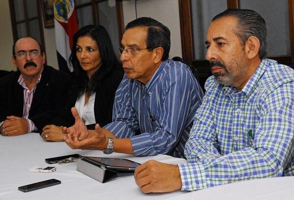 Olivier Jiménez, Paulina Ramírez, Rolando González y Juan Luis Jiménez (jefe), todos diputados del PLN, anunciaron que su partido aprobará los recortes de Ottón Solís al Presupuesto Nacional 2015, si el Gobierno no hace su propio plan de ahorro.