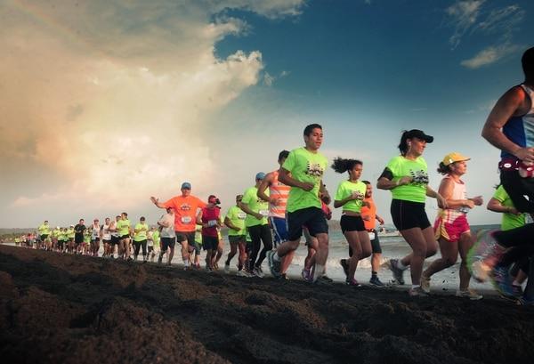 Más de 5.000 personas correrán mañana la Sol y Arena. | ARCHIVO