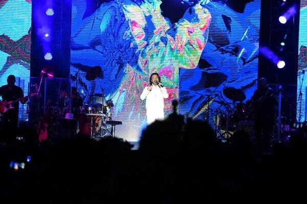 Durante dos horas exactas, Marco Antonio Solís se entregó en cuerpo y alma al público costarricense con un extenso repertorio donde repasó toda su trayectoria musical. Foto: Yannina Cordero.