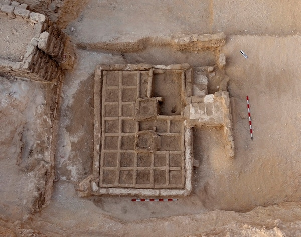 Los restos del pequeño jardín funerario datan del Imperio Medio (2030-1640 a.C).