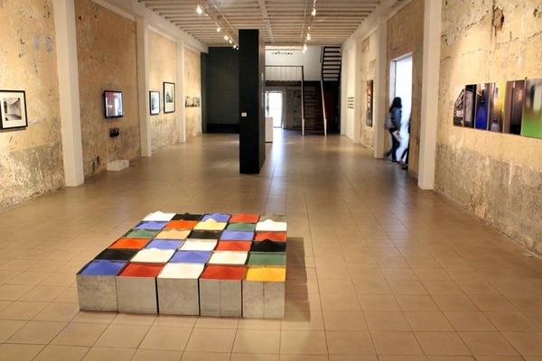 Miradas. En la muestra se incluyen obras realizadas en diversas técnicas, incluyendo fotografía, video e instalación. Marco Guevara (MADC) para La Nación.