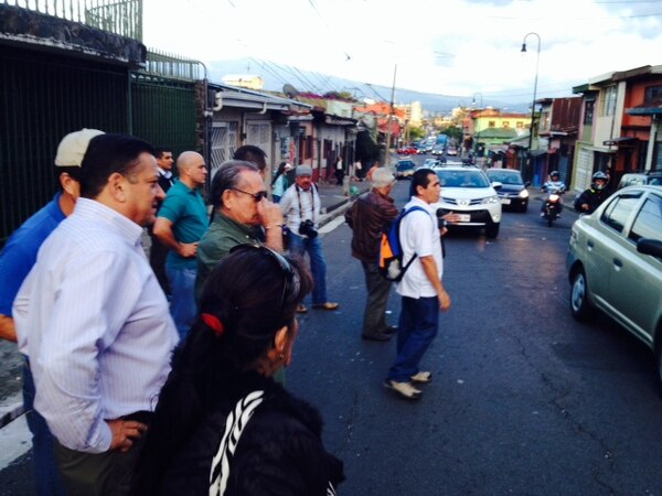 Araya caminó por varias de las avenidas del centro de la capital.