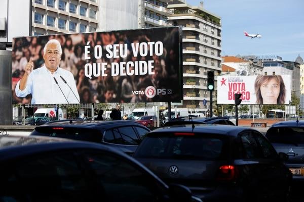 Propaganda electoral del primer ministro portugués, Antonio Costa,y de la líder del Bloque de Izquierda, Catarina Martins, en Lisboa este jueves 3 de octubre del 2019.