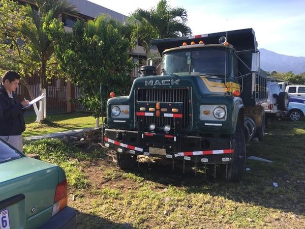 Agentes del OIJ revisaron la vagoneta que es modelo 1981. Este vehículo se encuentra decomisado, informó la Fiscalía.