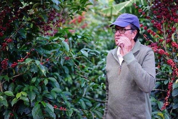 Johel Monge Naranjo aparece en esta imagen del mes pasado en Hacienda Copey; durante una inspección de los cafetales en una de sus fincas en Dota /Imagen cortesía de la familia Monge Leiva.