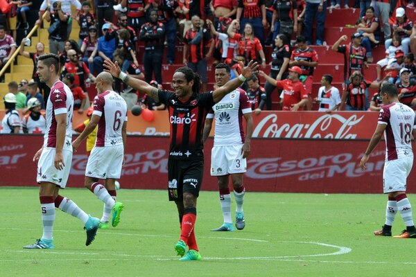 Jonathan McDonald le ha marcado 13 goles a Saprissa. Fotografía: Diana Méndez.
