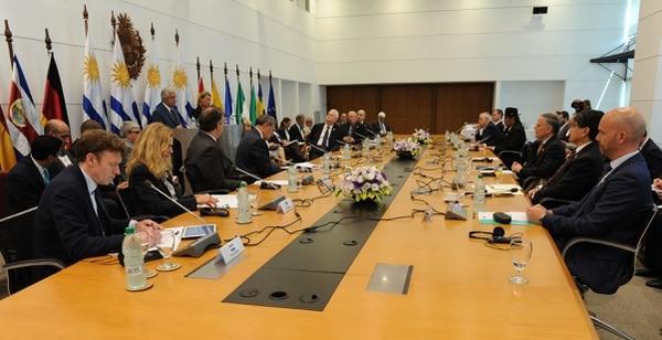 Ministros de más de una docena de países europeos y latinoamericanos reunidos este jueves 7 de febrero del 2019 en Montevideo para abordar la crisis de Venezuela.