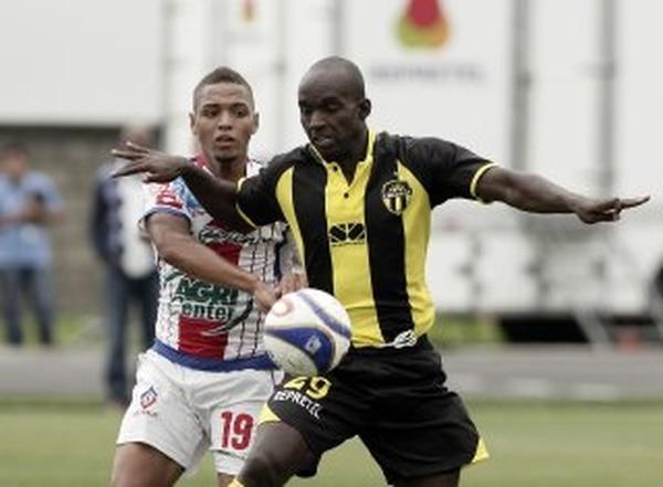 Erick Scott es el referente en el ataque del Uruguay de Coronado. El delantero lleva cinco goles en el torneo